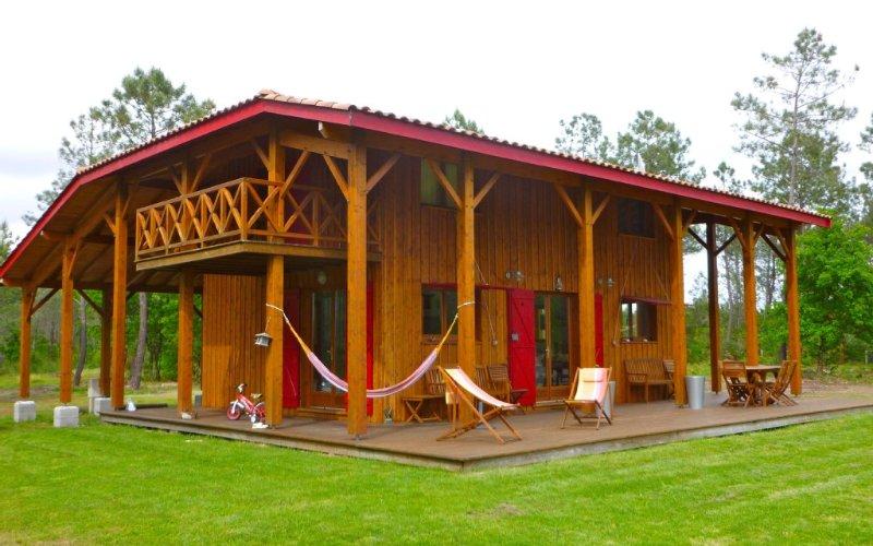 MAGNIFIQUE VILLA EN BOIS AU COEUR DE LA FORET DU PYLA, location de vacances à La Teste-de-Buch