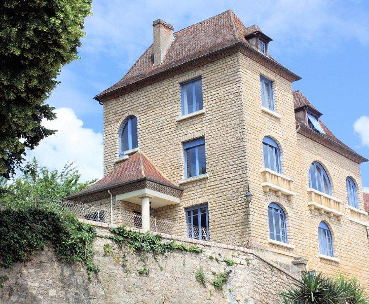 Grande maison au cœur du Périgord Noir et de LASCAUX IV, parc, piscine chauffée, vacation rental in Saint-Vincent-de-Cosse