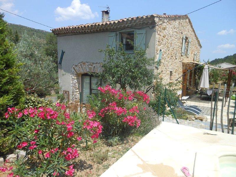 Maison de caractère avec piscine- jardin privés à  Albas pour 1 à 10 personnes, alquiler de vacaciones en Aude