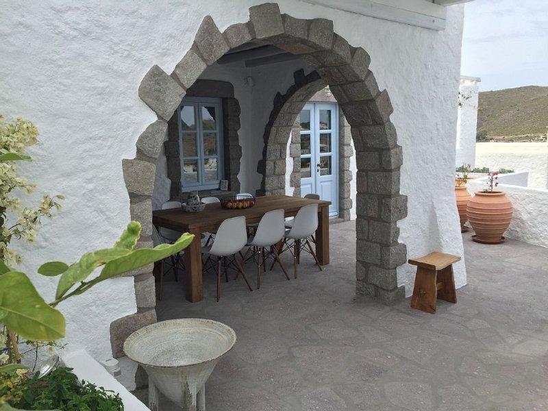 Maison de charme à Patmos, baie de Merika, holiday rental in Skala
