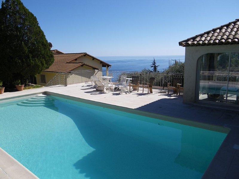 Couleur Piscine: Villa mitoyenne , magnifique vue Mer  4 à 6 personnes, holiday rental in Èze