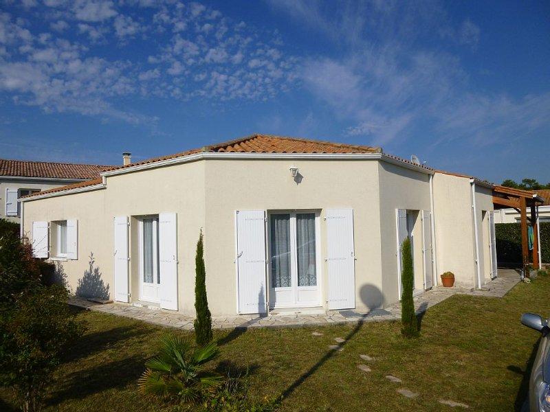 maison individuelle en bord de mer - 3 chambres -  6 personnes, holiday rental in La Palmyre-Les Mathes