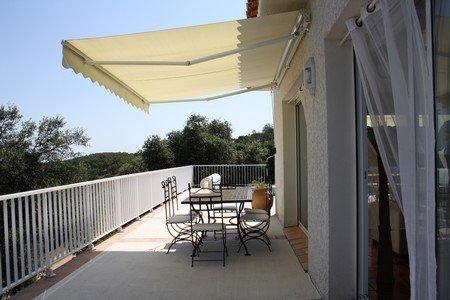 Villa standing climatisée avec piscine privée et chauffée classée tourisme ****, vacation rental in Oms