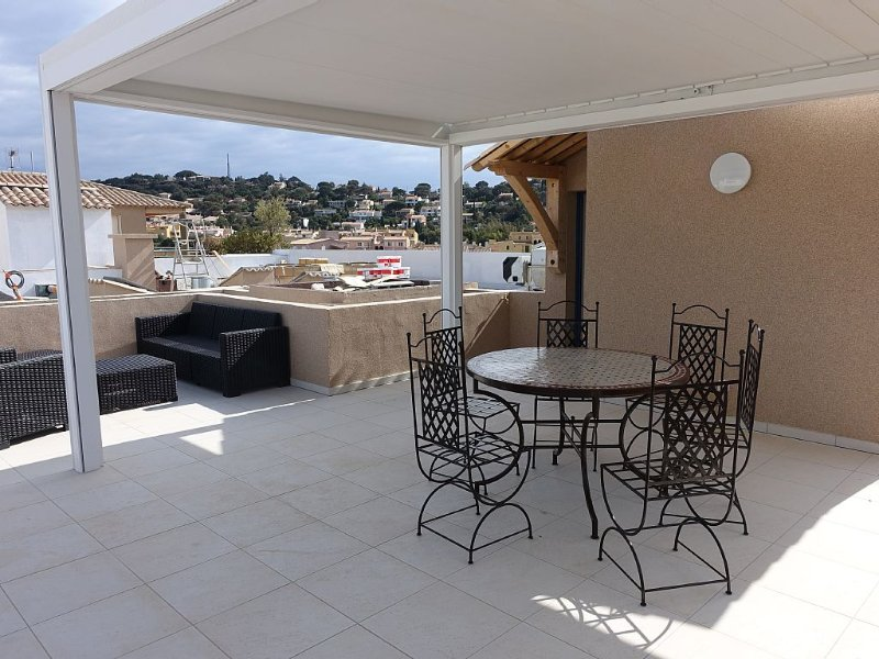 T3 BEAUTIFUL NEW HOUSING - 3 70M2- PIECES ROOF TERRACE 50M2 WITH SEA, holiday rental in Cavalaire-Sur-Mer