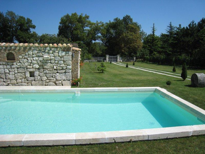 la piscine et son parc