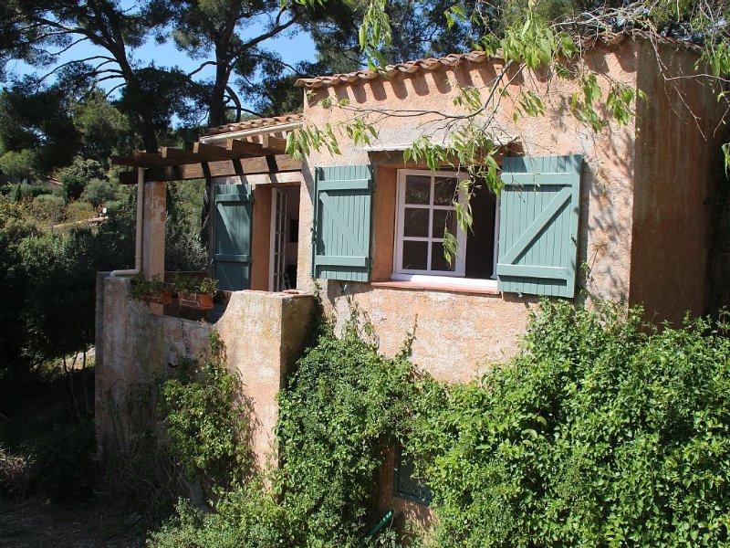 Dans la colline, à deux pas de la mer, , totalement rénovée ., location de vacances à Sanary-sur-Mer
