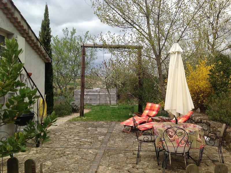 Appartement indépendant en pleine campagne, proche des rivières: canoé, location de vacances à Villeneuve-de-Berg