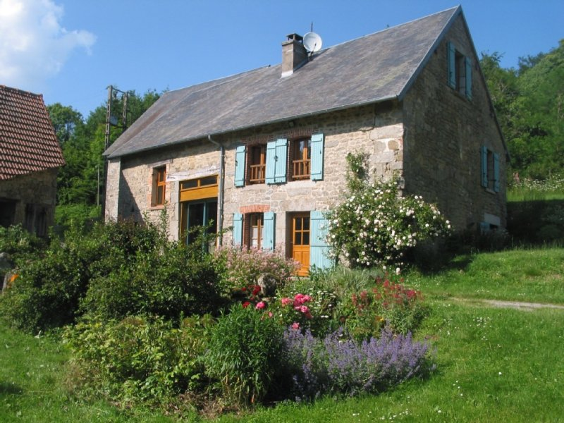 Gite 'Croisée des Chemins' : maison de caractère à Lépinas (Limousin), vacation rental in Janaillat