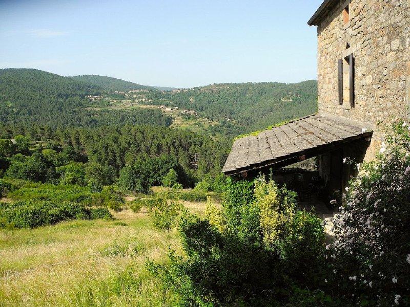 Très belle ferme cévenole en pierre, vue superbe, beaucoup d'espace, au calme, casa vacanza a Payzac