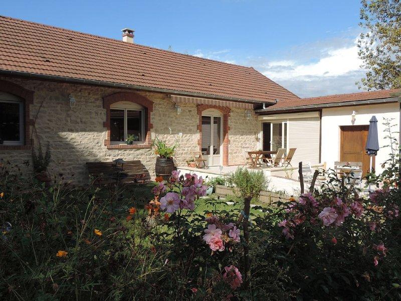 Gite 125 m2 classé 4 étoiles 'Villa Roland en Bourgogne' au coeur du vignoble, holiday rental in Mellecey