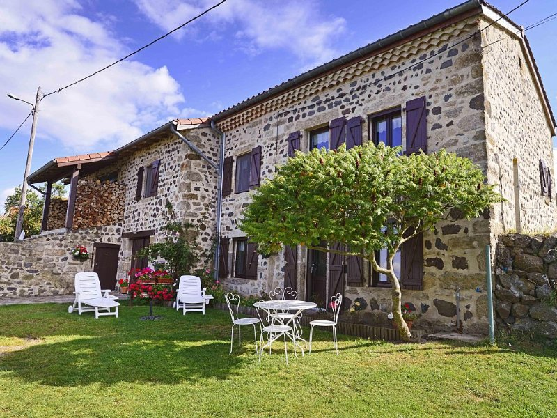 Cottage 7 people tt comfort, restored country house, in edge of village, holiday rental in Le Bouchet St Nicolas