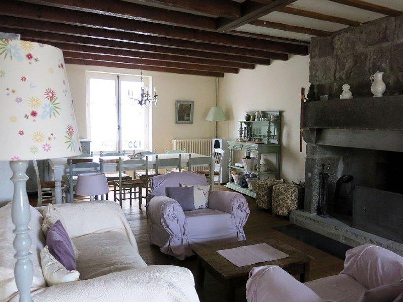 Grande maison de charme au coeur d'une ville médiévale d'Auvergne, alquiler vacacional en Murat