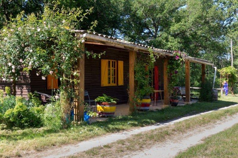 Le chalet des trappeurs dans la forêt, casa vacanza a Carsac-de-Gurson