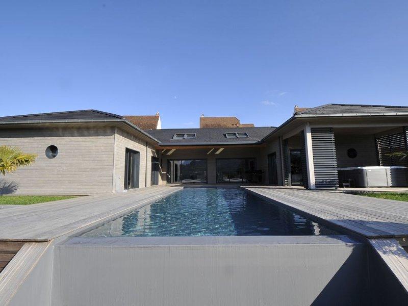 Sarlat à 900m du centre médiéval, piscine , jacuzzi. Maison neuve de plein pied, location de vacances à Sarlat la Canéda