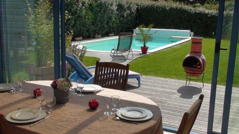 Belle VILLA spacieuse avec piscine  300 m du bord de mer Agon-coutainville, holiday rental in Regneville-sur-Mer