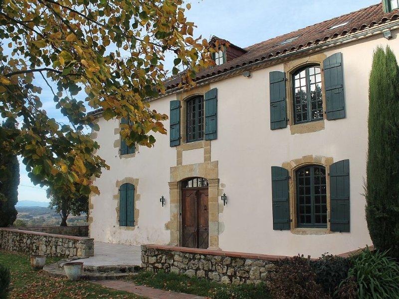 Maison Familiale Gers vue imprenable Pyrénées -10% SUR JUILLET, vacation rental in Madiran