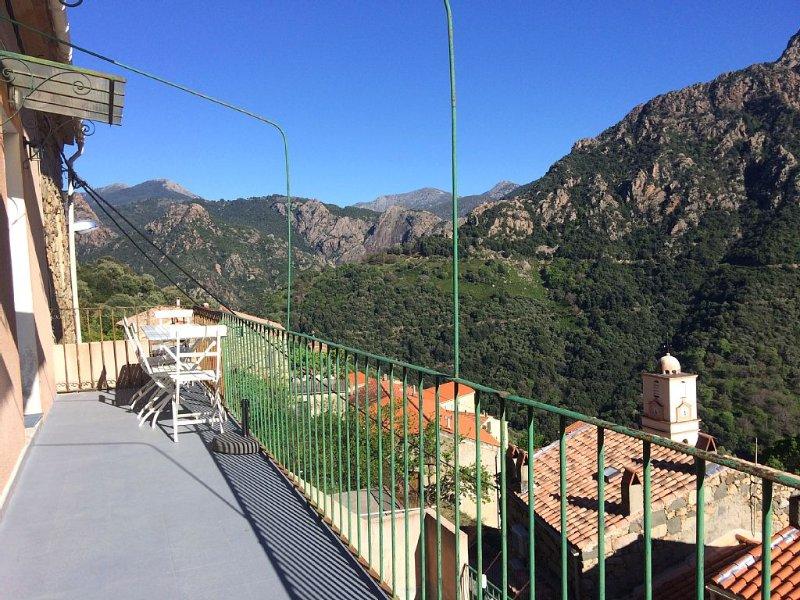 Appartement lumineux à Ota, entre mer et montagne, vue exceptionnelle, alquiler de vacaciones en Evisa