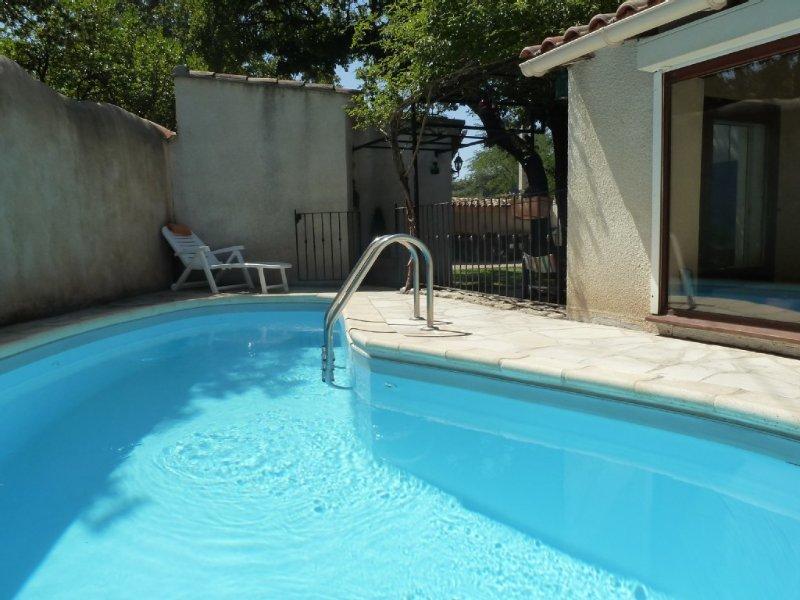 Maison coquette avec piscine privée,studio ind. et parking. A deux pas d'AVIGNON, holiday rental in Villeneuve-les-Avignon