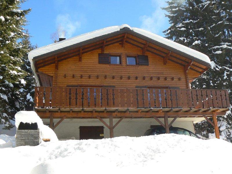 Chalet avec vue sur les Alpes, 4 chambres, idéal pour les vacances., holiday rental in Vacheresse