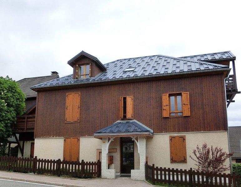 Plein centre,  mais très calme, appt très chaleureux, 3 chbres  4/6 couchages, location de vacances à Villard-de-Lans
