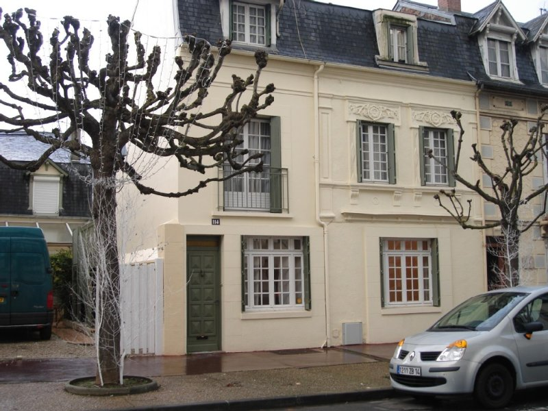 MAISON PLACE MORNY AVEC JARDIN,TERRASSE ET VERANDA – semesterbostad i Deauville City