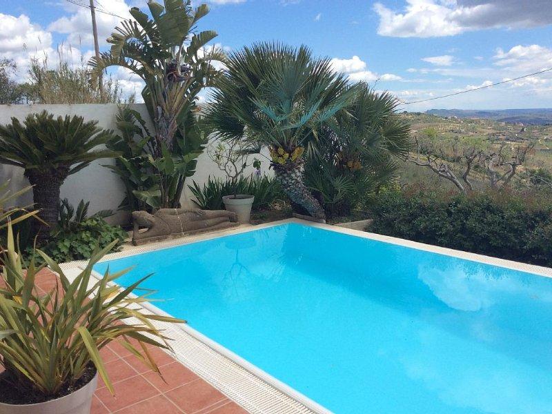 Villa dAli..........Maison moderne , vue panoramique, piscine 16mX3, casa vacanza a San Biagio Platani