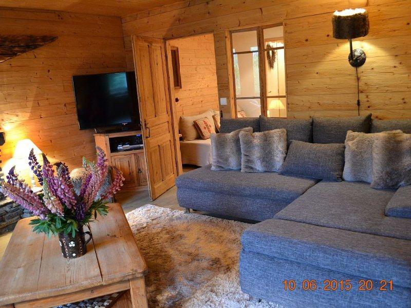 Les Tavaillons 2, appartement 4 étoiles dans un magnifique chalet savoyard, holiday rental in La Clusaz