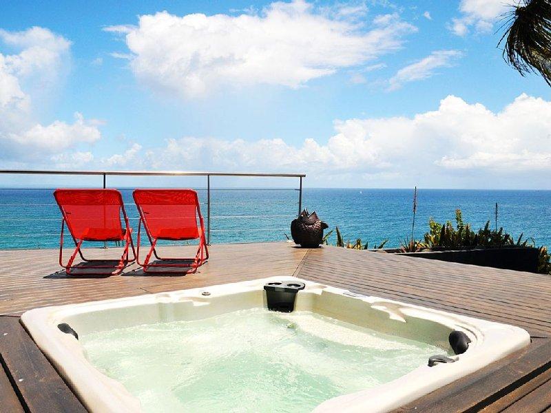 Maison d'architecte ,vue mer à 180°,face à la Soufrière et aux îles des Saintes, location de vacances à Île Grande-Terre