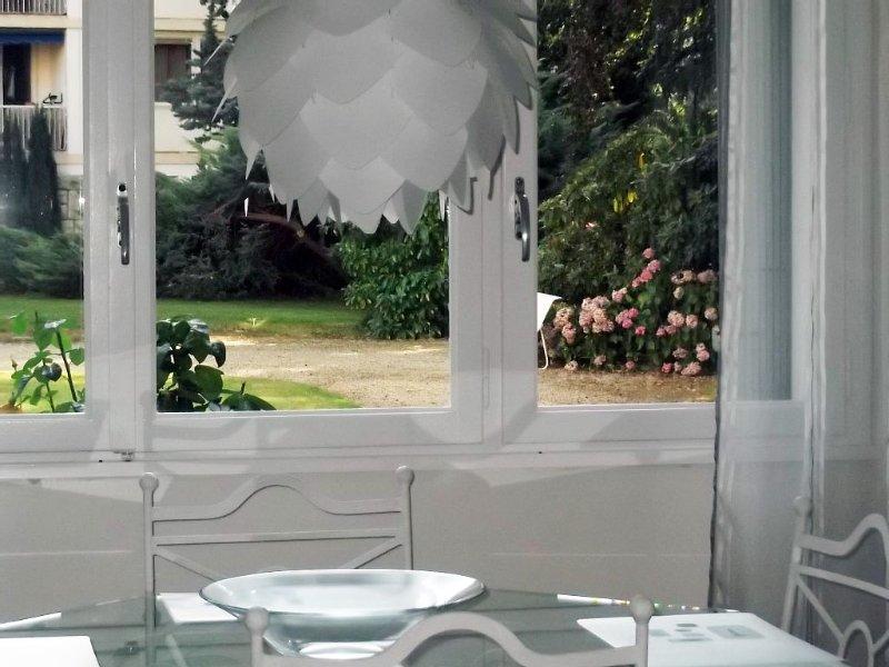 Appartement meublé de tourisme classé 4* - très agréable - T2 65m2, location de vacances à Chambéry