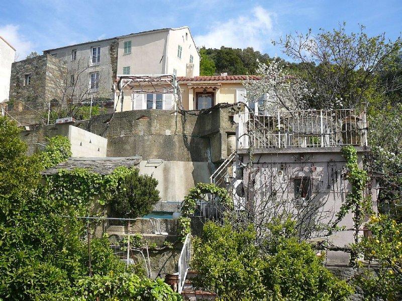 Villa ensoleillée avec vue imprenable sur le village et la mer, alquiler vacacional en Biguglia