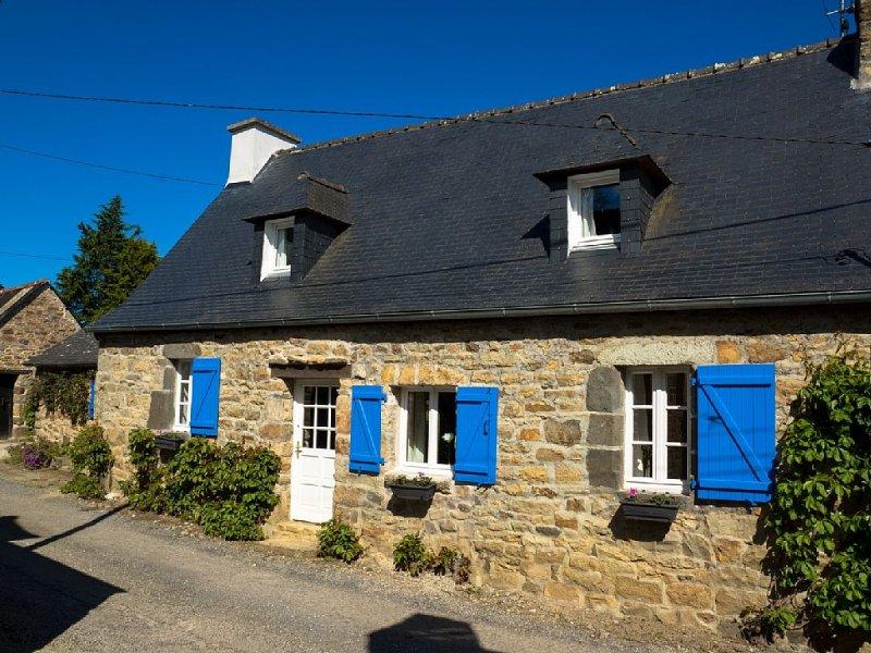 Maison ancienne entre Crozon Camaret, mer à 400 m Wifi, jardin clos, calme – semesterbostad i Crozon