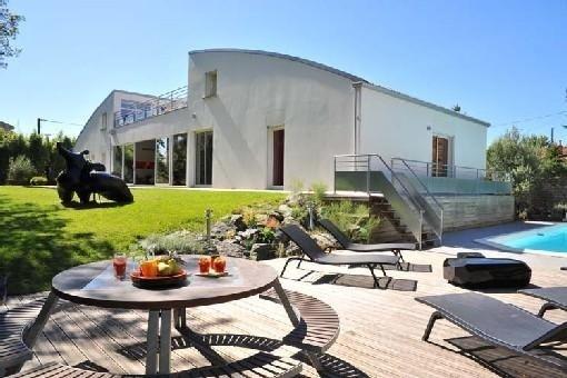 vaste villa contemporaine de propriétaire en centre ville, vacation rental in La Rochelle
