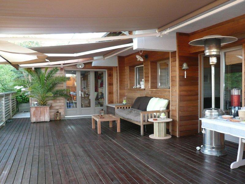 Rez-de-terrasse d'une villa Bois pointe du cap-ferret en bordure d'océan, holiday rental in Lege-Cap-Ferret