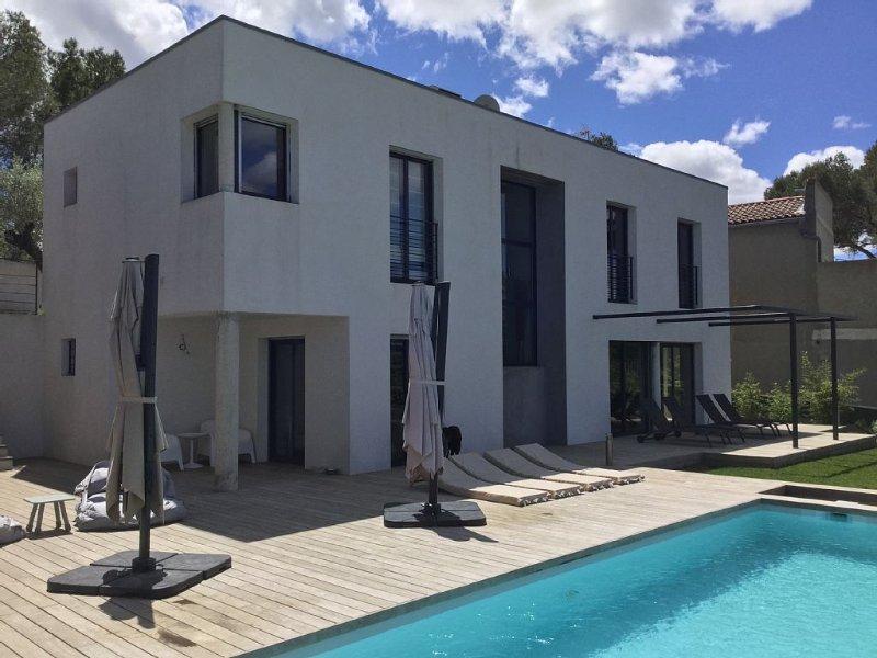 Villa contemporaine au calme, chambres climatisees, 10 minutes du centre ville., location de vacances à Caveirac