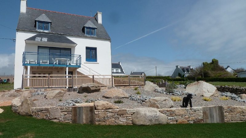 MAISON ENTIEREMENT RENOVEE BORD DE MER MEUBLES DE TOURISME  2 ETOILE (animaux ad, holiday rental in Finistere