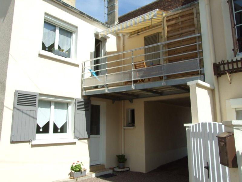 Maison de pêcheur VUE MER SÉJOUR ET CHARMBRE  BALCON AU SUD, location de vacances à Douvres-la-Delivrande