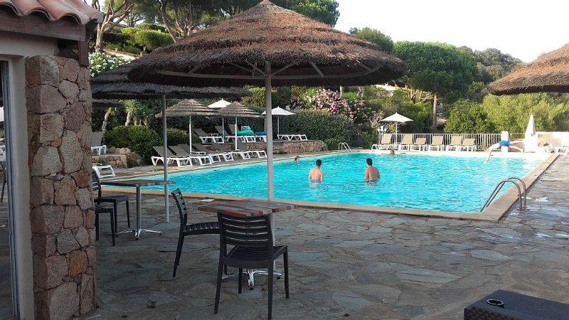 PROMO 10% Aout2020  SUPERBE VUE MER DANS RESIDENCE sur la baie de  SANTA GIULIA, holiday rental in Pietra Longa Salvini