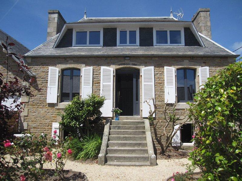 Stereden vor une maison de pêcheur en pierre, proche des plages et commerce, holiday rental in Trebeurden