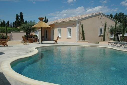 Belle et confortable villa superbe piscine chauffée, vacation rental in Carpentras