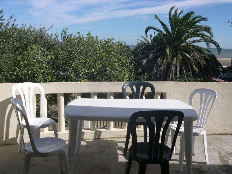 11 Loue T2 meublé avec parking privé - plage 50 mètres  - La Franqui 11370, holiday rental in Leucate