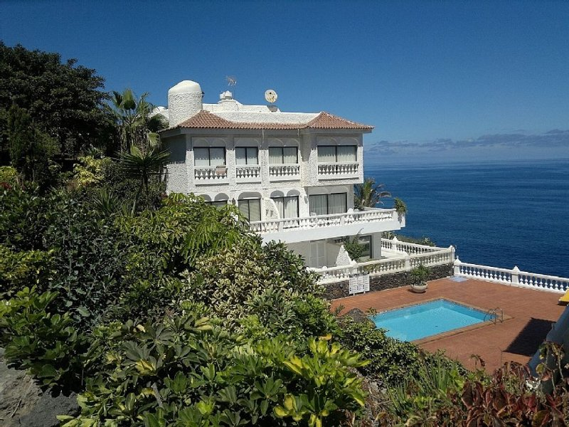 La Paz !!!  Spectacular renovated and modern apartment in a neighborhood known., holiday rental in Puerto de la Cruz