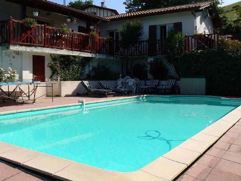 Maison traditionnelle au coeur du pays basque avec piscine, casa vacanza a Saint-Esteben