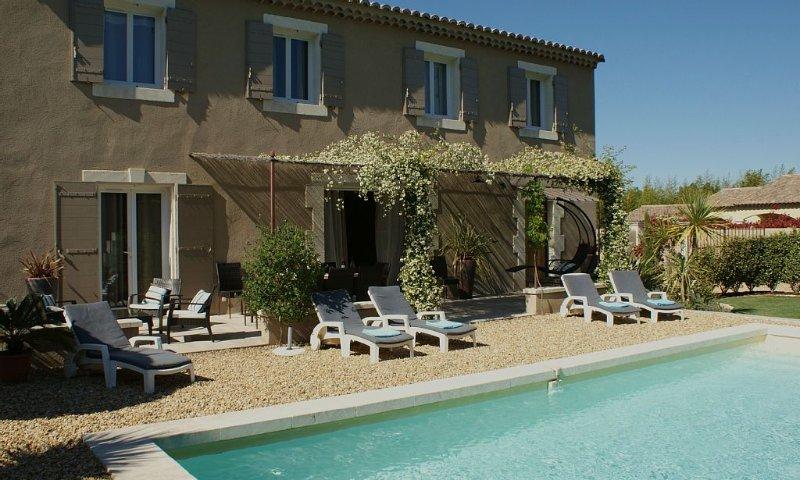 Jolie maison avec piscine et jardin,calme à deux pas du centre ville, Ferienwohnung in St-Rémy-de-Provence