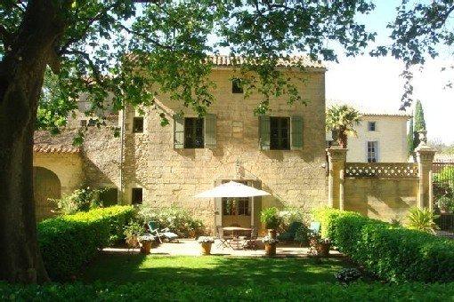 Maison a la campagne a 2km d'Uzès au calme dans une belle propriété, holiday rental in Serviers-et-Labaume