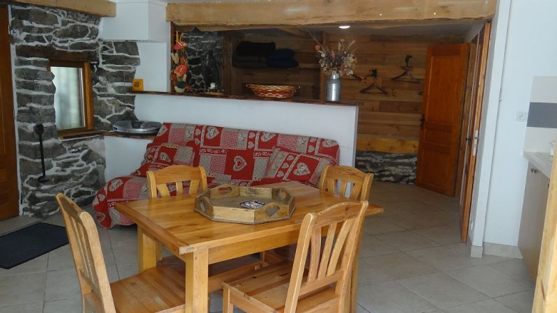 Grand Studio 35 M² 2/4 Places 100 m from the gondola Maurienne via Val Thorens, holiday rental in Orelle