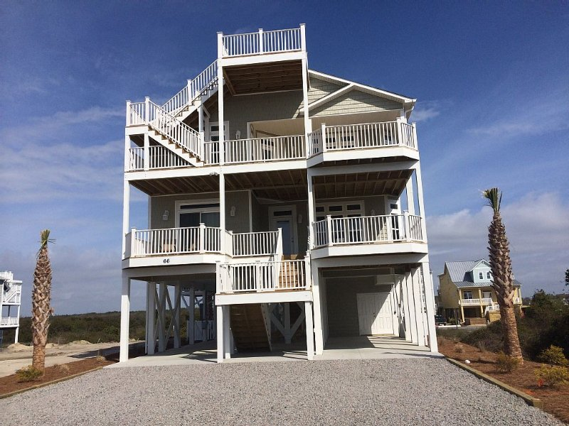 Lovely 5 bedroom family- friendly beach home close to everything, vacation rental in Ocean Isle Beach
