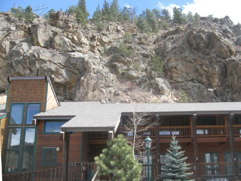 Location! Downtown Loft With Balcony, At River Confluence, Walk To Restaurants, vacation rental in Estes Park