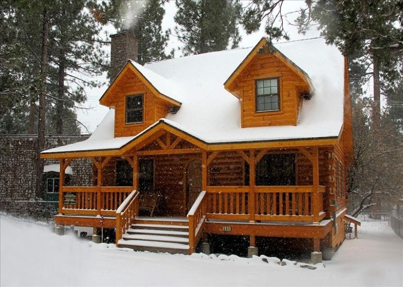 Warm,Cozy,Luxurious Big Bear Holiday Cabin Sleeps 8-10, alquiler de vacaciones en Big Bear City
