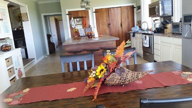 Grayson County Gourmet Getaway - Virginia Creeper- Social distancing * it's best, holiday rental in Grassy Creek
