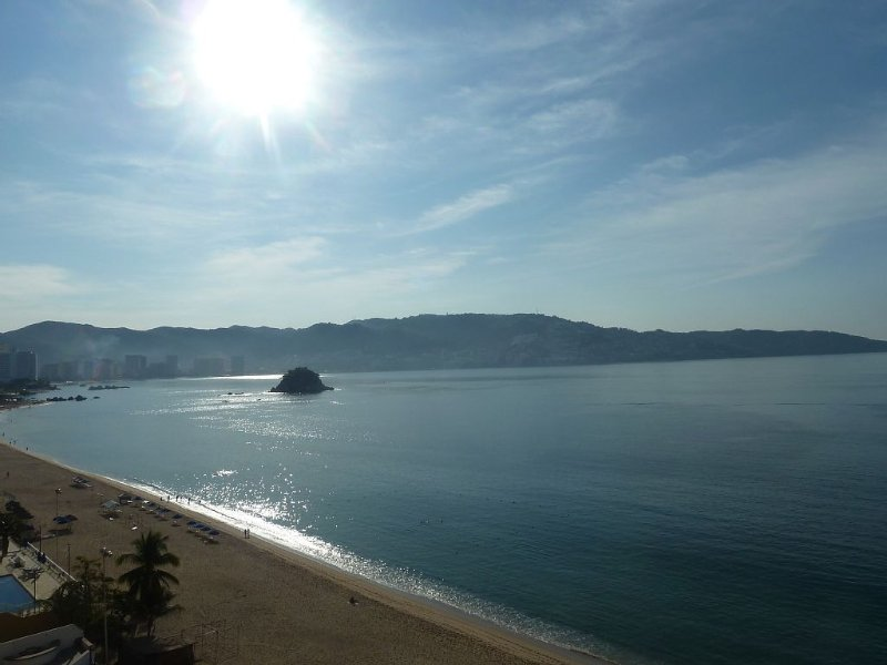 Magnificent Beachfront Acapulco 20% discount for Sep. and Oct! *excludes 9/15-16, holiday rental in Acapulco